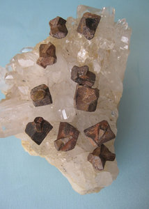 Stauroliet Kristal
